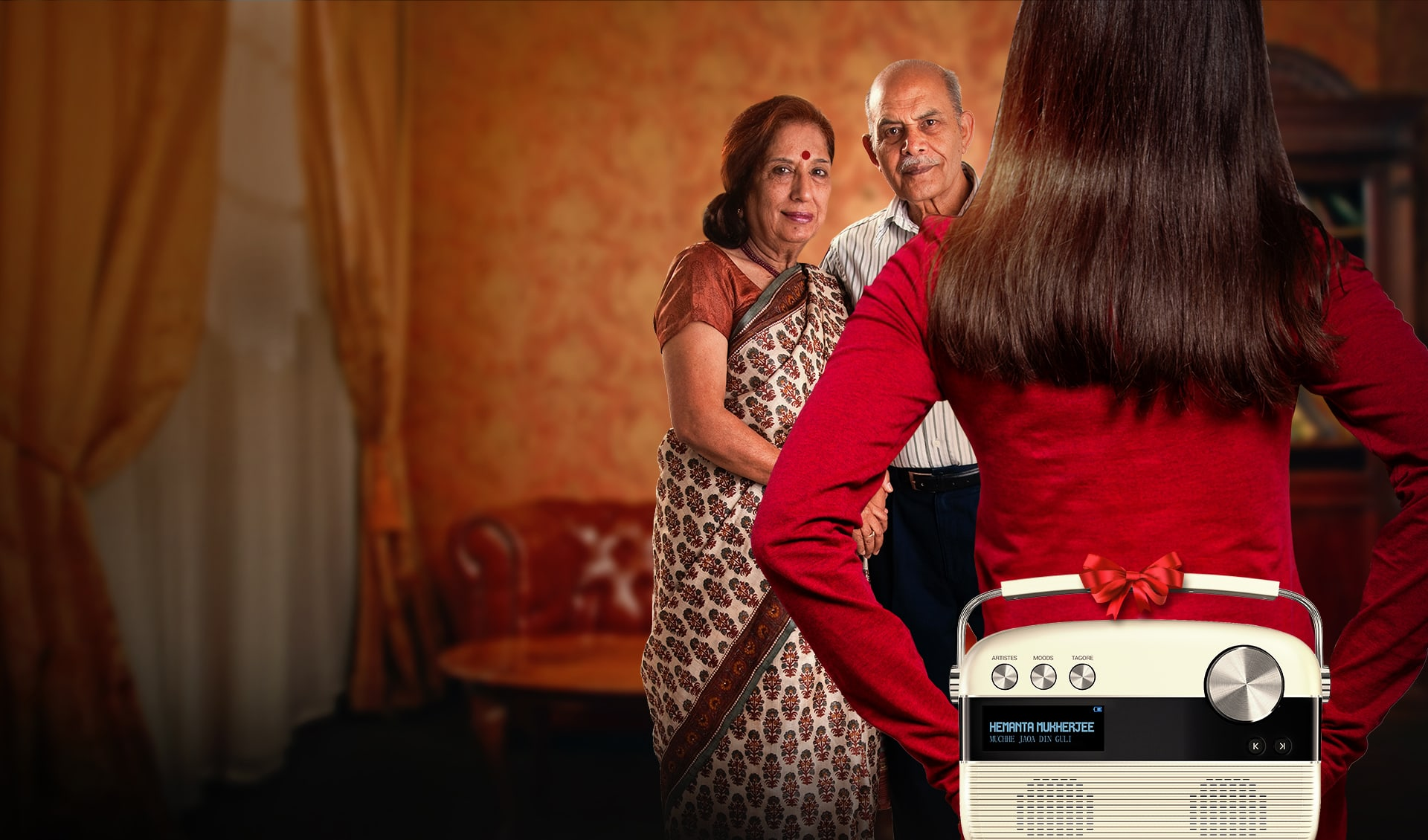 daughter gifting saregama carvaan to parents